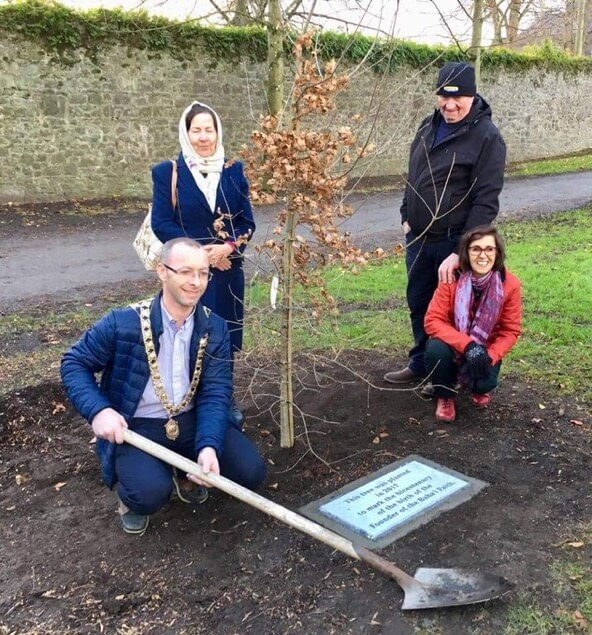 Mayor Honours Bahá'u'lláh Bicentenary